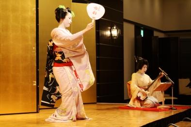 Dancer Ichiaya-san and shamisen player Ichitaka-san perform a traditional piece at the banquet. Photo credit: Kyosuke Ogawa