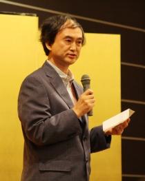 Conference organizer Masahiko Narita delivers closing remarks at the conference banquet. Photo credit: Kyosuke Ogawa